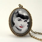 AUdrey Hepburn Deluxe Necklace